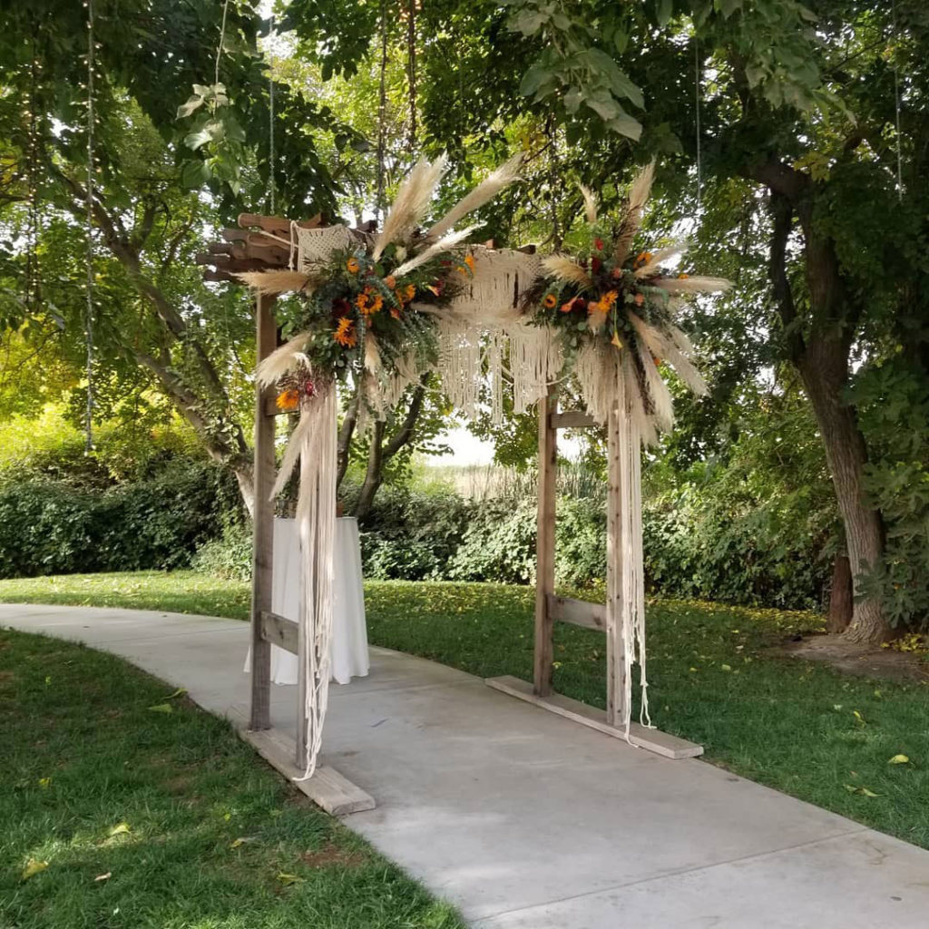 5-Wooden-Arch-with-Hanging-Macrame